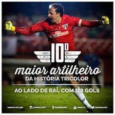 03.06.2015 - Rogério Ceni se torna o 10º maior artilheiro da história do São Paulo, ao lado de Raí, com 128 gols marcados