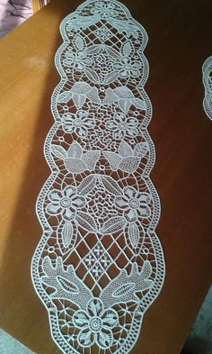 Macrame rumeno by Aurica Cristea Romanian Lace, Point Lace, Needle Lace, Filet Crochet, Doilies, Projects To Try, Beauty, Milan, Jewelry