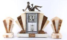 Een driedelig marmeren Art Deco