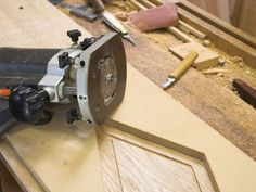 Are you learning woodworking and want to get a router, but don't know where or how to start? Check out these beginner tips for using a wood router.