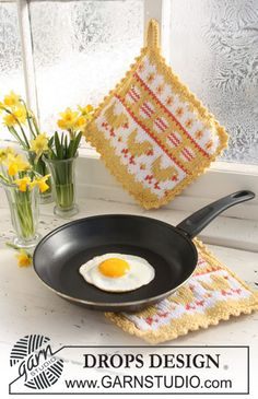 Easter Brunch pattern by DROPS design Potholder Patterns, Knitting Patterns Free, Free Knitting, Free Pattern, Drops Design, Crochet Doily Rug, Crochet Potholders, Knitted Washcloths, Cucina