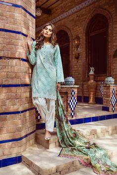 Bold green unstitched Pakistani pret wear by Kapray online spring dresses 2018#wintercollection #blackfriday #readytowear #pretwear #unstitched #online #linen #linencollection #lahore #karachi #islamabad #newyork #london #pakistan #pakistani #indian #alkaram #breakout #zeen #khaadi #sanasafinaz #limelight #nishat #khaddar #daraz #gulahmed #2017 #2018 #blackfriday #pakistani_dresses #best_price #indian_dresses
