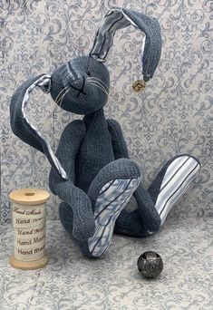 """Rabbit Jeans Upccling by baerino - Rabbit """" Jeans Upcycling"""" The bear offered here is a unique piece lovingly handmade by me. Jean Crafts, Denim Crafts, Wood Crafts, Projects For Kids, Sewing Projects, Teddy Bear Sewing Pattern, Denim Ideas, Old Jeans, Sewing Dolls"""