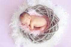 Here are 10 unique new baby gifts that the new parents will appreciate. Each idea is a gender neutral gift making it an ideal newborn present. Rare Baby Names, Baby Girl Names, Baby Massage, New Parents, New Moms, Happy Parents, Yoga Berlin, Baby Accessoires, Birth Announcement Photos