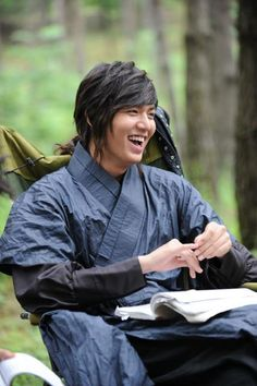 "my favorite ""on the set shots"" are the candid ones.  lee min ho faith"