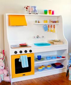 Make a Kid's Kitchen Holzspielzeug, Diy Kids Kitchen, Toy Kitchen, Kitchen Ideas, Pretend Kitchen, Kitchen Stuff, Kitchen Designs, Diy Hacks, Diy Pour Enfants, Casa Kids