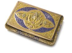A GERMAN VARICOLOR GOLD AND ENAMEL SNUFF BOX, CHARLES COLLINS SONS, HANAU, CIRCA 1825 rectangular with bombé sides, partly decorated with champlevé blue enamel surrounded by chased foliage, the cover with a varicolor gold vase of flowers marked inside base and cover