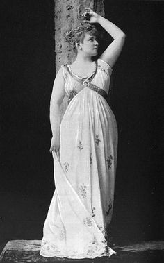Full Figured Actress Lillian Russell 1892 by Captain Geoffrey Spaulding, via Flickr at http://www.flickr.com/photos/captainspaulding/6472063439/