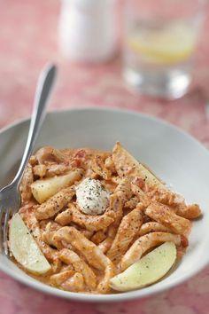 escalope de dinde, tomate pelée, crème fraîche épaisse, boursin, thym, ail, pomme de terre