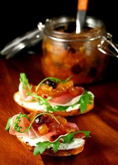 Chutné chutney 2, Foto: All Rhubarb Chutney, Apple Chutney, Tomato Chutney, Tomato Sauce Recipe, Sauce Recipes, No Dairy Recipes, Gourmet Recipes, Gourmet Food Store, Cheese Appetizers