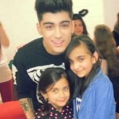 Zayn with his family tonight in Manchester <3