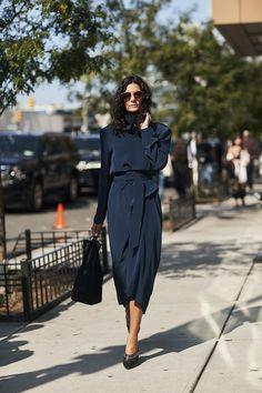 Лучшее с нью-йоркских улиц: гороховые лодочки, цветочные платья и пиджаки на подплечниках | Журнал Harper's Bazaar