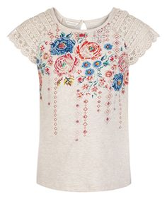 Our bohemian-inspired Elysia tee for girls is printed with etched roses and folkloric patterns, and finished with pretty lace sleeves.