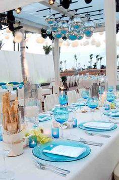 Decoration mariage bleu , lustre bleu mariage ,table bleu aqua mariage deco