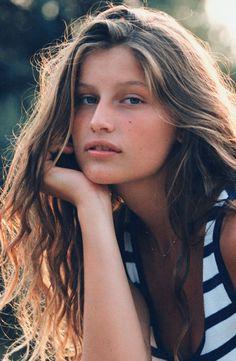 Laetitia Casta, def one of my fav models. Naturally pretty.