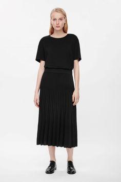 Raw-edge pleated skirt