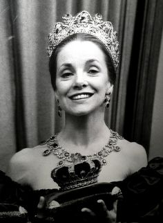 Doreen, Marchioness of Londonderry:  Any thoughts on the jewelry?  Not the very best known Londonderry pieces.