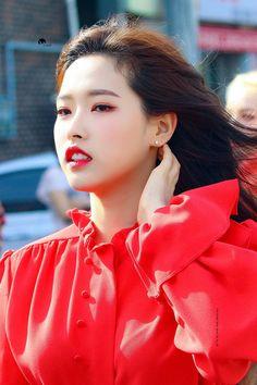 LOONA-OliviaHye 190601 Cheorwon 2019 DMZ Joint Peace Saturday Concert Kpop Girl Groups, Korean Girl Groups, Kpop Girls, Dancing On My Own, Olivia Hye, Forever Love, South Korean Girls, My Girl, Around The Worlds