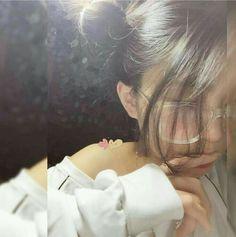Lấy = Follow #Mưa Ulzzang Girl Selca, Ulzzang Korean Girl, Cute Korean Girl, Ulzzang Couple, Girl Photo Poses, Girl Photography Poses, Girl Poses, Uzzlang Girl, Sad Girl