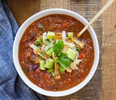 Slow Cooker Quinoa Tortilla Soup- a healthy meatless meal that's packed with flavor and protein! Just throw everything into a slow cooker and it's ready when you get home. One Pot Vegetarian, Vegetarian Crockpot Recipes, Slow Cooker Recipes, Soup Recipes, Whole Food Recipes, Vegan Recipes, Cooking Recipes, Vegan Soups, Free Recipes