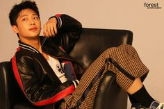 Lee Shin, Kdrama, Bee, Korean, Fashion, Moda, Honey Bees, Korean Language, Fashion Styles