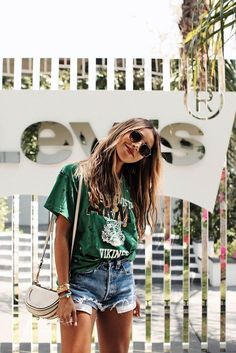 Fashion 2018 : Coachella 2018 with Levi's. Summer Fashion 2018 : Coachella 2018 with Levis.Summer Fashion 2018 : Coachella 2018 with Levis. Summer Fashion Outfits, Rave Outfits, Fashion 2018, Short Outfits, Fashion Mode, Summer Fair Outfits, Womens Fashion, Summer Fashions, Beach Fashion