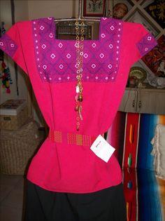 Blusa San Andrés Larráinzar, Chaipas. Telar de cintura. Algodón 100% . Teñido natural. Iquiti Textiles Mexicanos.