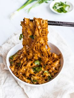 Spicy Szechuan noodles with garlic chili oil ready in 15 minutes! Spicy, garlicky Szechuan chili oil noodles made with Lao Gan Ma chili crisp & fresh herbs. Think Food, I Love Food, Good Food, Yummy Food, Tasty, Szechuan Noodles, Garlic Noodles, Asian Recipes, Salads