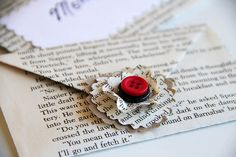 Gift Card #Wrapping , #DIY Ways to Decorate with #Vintage Book Pages