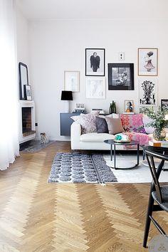 herringbone HW floor, pillows - color combo, gallery wall