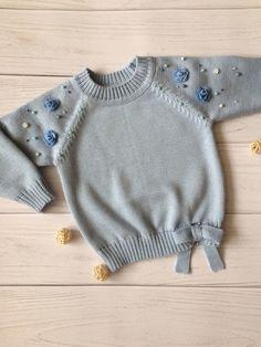 Best 11 How to make a Knitted Kimono Baby Jacket – Free knitting Pattern & tutorial – Sa… – – SkillOfKing. Baby Girl Sweaters, Toddler Sweater, Crochet Baby Clothes, Cute Baby Clothes, Knitting For Kids, Baby Knitting Patterns, Free Knitting, Crochet Fabric, Knit Crochet
