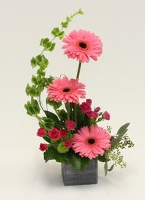 Valentine Flower Arrangements, Spring Flower Arrangements, Ikebana Flower Arrangement, Flower Centerpieces, Spring Flowers, Floral Arrangements, Beautiful Bouquet Of Flowers, Unique Flowers, Fake Flowers