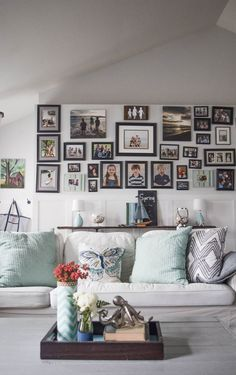 bold and coastal decorating ideas for the living room. 25 Spring home tours - DIY and craft ideas to decorate a home for the season, keeping the cost low and the inspiration high. 25 Spring home tours from talented bloggers with a decorating style for everyone!