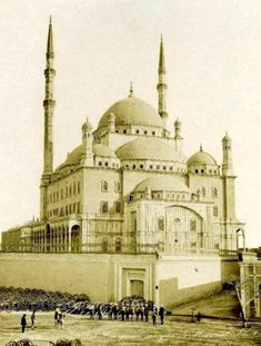Great mosque of Mohamed in Cairo Citadel. British occupation soldiers and what it seems a collection of field guns down left. Cairo Citadel, Life In Egypt, Natural Life, Ancient Egypt, Mosque, Golden Age, Soldiers, Egyptian, Taj Mahal