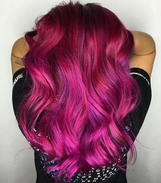 Gorgeous hot pink magenta and violet hair color design by industry newcomer Magenta Hair Colors, Bright Pink Hair, Pink Purple Hair, Hot Pink Hair, Cabello Color Magenta, Hair Colour Design, Cooler Stil, Rose Violette, Blue Hair