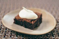 This easy chocolate brownies recipe makes rich, fudgey brownies that will come out perfectly every time. These quick brownies are made with real chocolate Divine Chocolate, Best Chocolate, Chocolate Brownies, Delicious Chocolate, Chocolate Desserts, Delicious Food, Brownie Recipes, Cupcake Recipes, Cookie Recipes