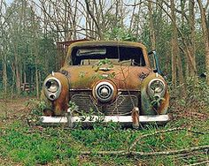 Forgotten old cars ...