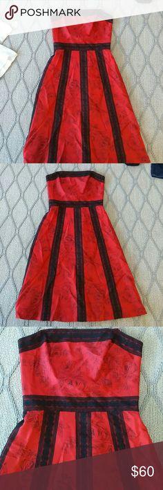 Midi dress Exellent condition very nice 100% silk straps removable Anthropologie Dresses Midi
