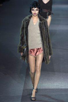 Cara Delevingne  au défilé Louis Vuitton automne-hiver 2013-2014