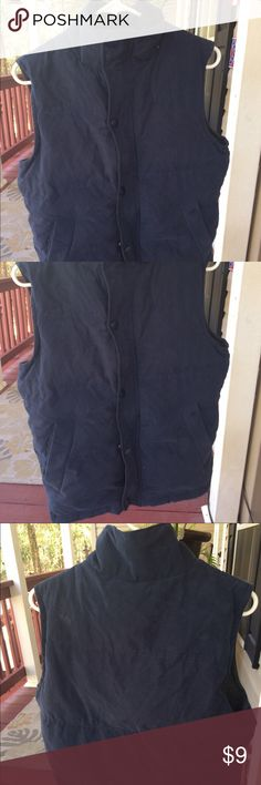 Men's Aeropostale Vest With Fur Men's Aeropostale vest with fur along the neckline in size XS. worn ONLY ONCE. In excellent condition, very warm. No stains/tears/holes smoke free home Aeropostale Jackets & Coats Vests