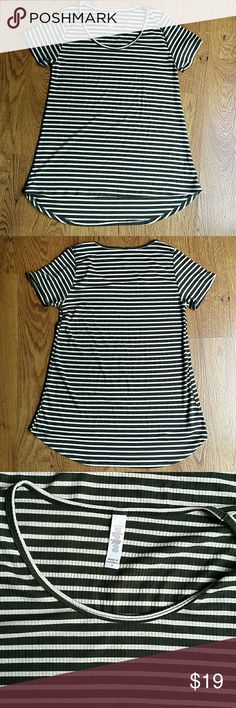 Lularoe ribbed classic t  size small Deep green and off white ribbed loose fit tee with hi low hem in good condition LuLaRoe Tops Tees - Short Sleeve
