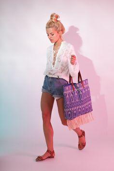 Marina von marinathemoss kombiniert hier unser Modell Paula lässig zur kurzen Denim-Shorts. #poilei #shoes #bloggerstyle