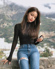 Image may contain: 1 person, standing and outdoor Ulzzang Fashion, Korean Fashion, Asian Makeup Looks, College Looks, Korean Girl Photo, Pretty Korean Girls, Best Photo Poses, Girl Korea, Ulzzang Korean Girl