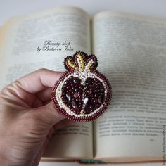 "Броши ручной работы. Ярмарка Мастеров - ручная работа. Купить ""ГРАНАТ"" брошь из бисера. Handmade. Бордовый, винтаж, подарок Textile Jewelry, Beaded Jewelry, Gold Work, Diy Ribbon, Weaving Art, Beaded Brooch, Beads And Wire, Bead Crochet, Bead Art"