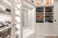 Create a mirror and bench area in a walk-in closet for easy viewing. Custom Walk In Closets, Walk In Closet Design, Bedroom Closet Design, Closet Designs, Modern Closet, California Closets, Future House, Your Style, Bench