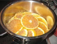 Důkladně omyjte pomeranče a nakrájíme si je na kolečka. Pak si vezmeme hrnec nebo pánev s hlubokým dnem. Rovnoměrně posypeme spodní část třtinovým cukrem.Pak dát vrstvu nakrájených pomerančů a znovu rovnoměrně vrstvu cukru. A takhle to opakujeme, jako poslední bude vrstva cukru. Zalijeme vodou, přikryjeme a necháme asi 2 hodiny vařit na mírném ohni. Pomeranče …