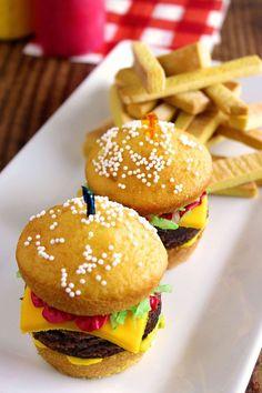 Cupcake Icing, Diy Cupcake, Cupcake Cakes, Cupcake Party, Cupcake Ideas, Hamburger Cupcakes, Hamburger Buns, Cheeseburger Cake, Crispy French Fries