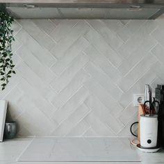 Kitchen Interior, Kitchen Decor, Kitchen Design, Updated Kitchen, New Kitchen, Black Kitchens, Home Kitchens, Modern Kitchen Backsplash, Ikea Kallax Regal