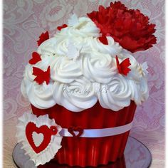 Valentine Cake by Cakes by M3