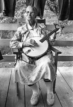 Dellie Norton A ballad is a narrative song in which each stanza of text is sung to the same melody. Brought to the American colonies by the earliest British settlers, the ballad form has remained a tradition. Mountain Dulcimer, Mountain Music, Appalachian People, Appalachian Mountains, Appalachian Trail, Folk Musik, Motif Music, Bluegrass Music, We Are The World